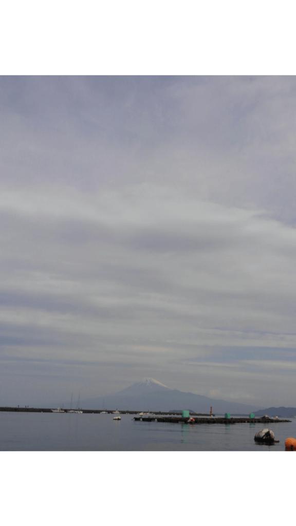 釣りボートからの富士と海
