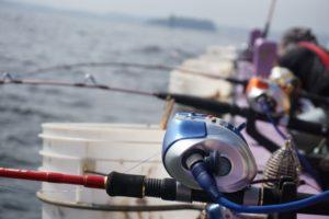 釣り船にセットした電動リール