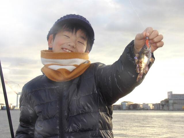 メバリングで釣り上げた子供