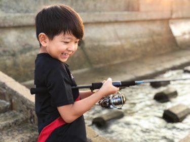 子供が釣りで笑顔