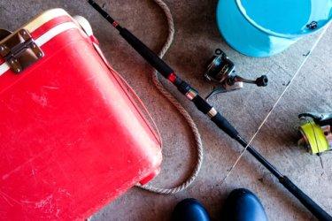 【一覧でわかる】海釣りに必要な道具は?重要度や予算などまとめ!