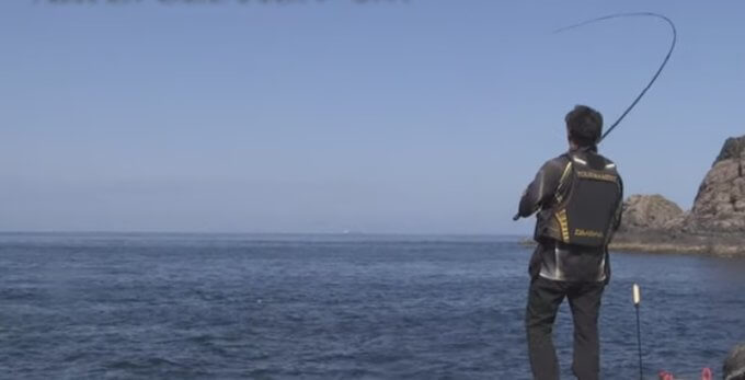 磯竿と釣り人