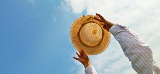 麦わら帽子と空