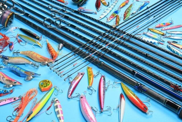 沢山の釣竿とルアー